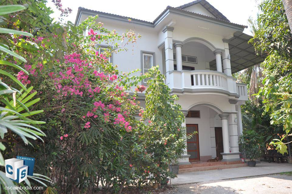 Attractive 4 Bedroom House – large fenced outdoor space – For Rent – Sala Kamreuk Village – Siem Reap
