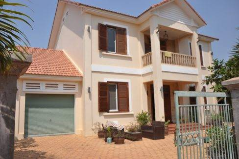 4 bed -house-rent-pool-siemreap (12)