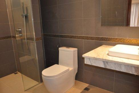 5 Bedroom House - For Rent (7)