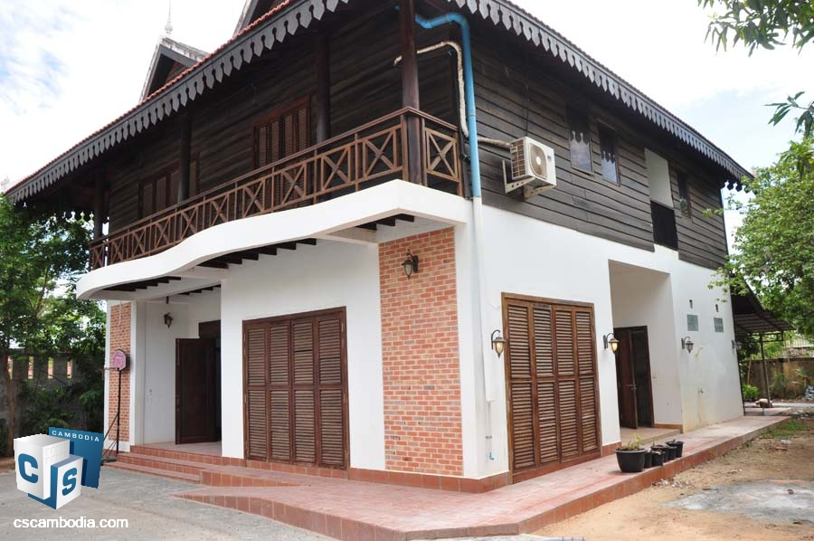 Wood House For Sale In Svay Dangkum-Siem Reap